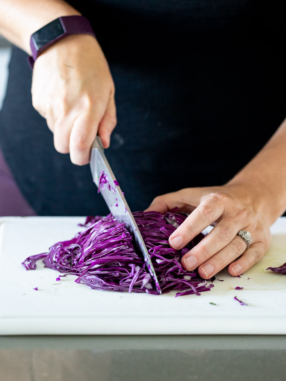 woman cutting up red cabbage