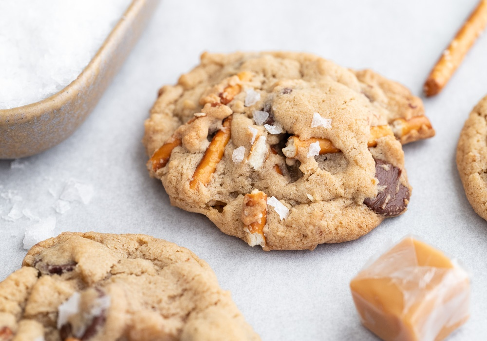 Chocolate Chip Cookies with Caramel and Pretzels